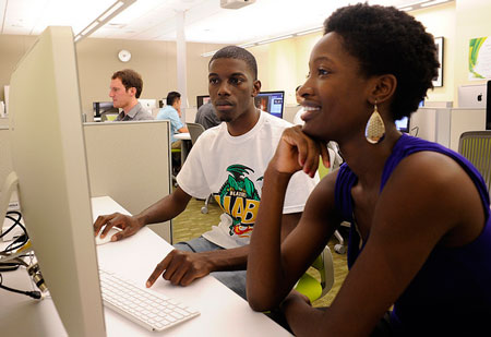 UAB students in a computer lab.