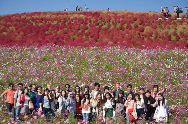 American and Japanese students in a field of flowers. Image courtesy of George Northen.