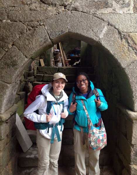 Two UAB students visiting an old building in Spain.