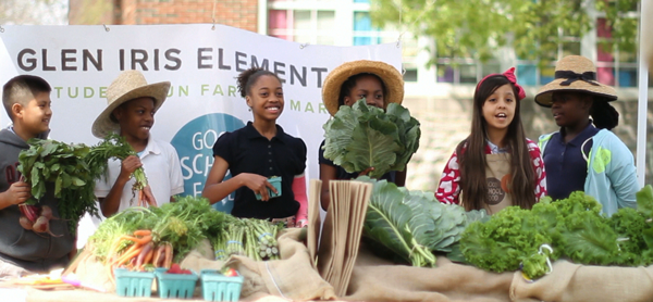 Elementary school students with farm produce.