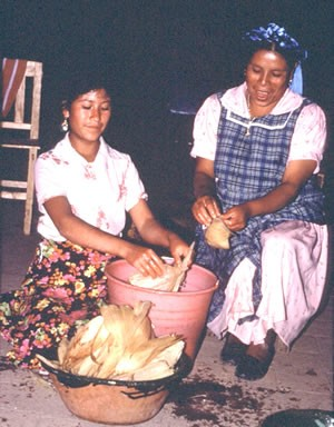Zapotec won making tamales with her teenage niece in La Paz. (Image from D.P. Fry photo collection)