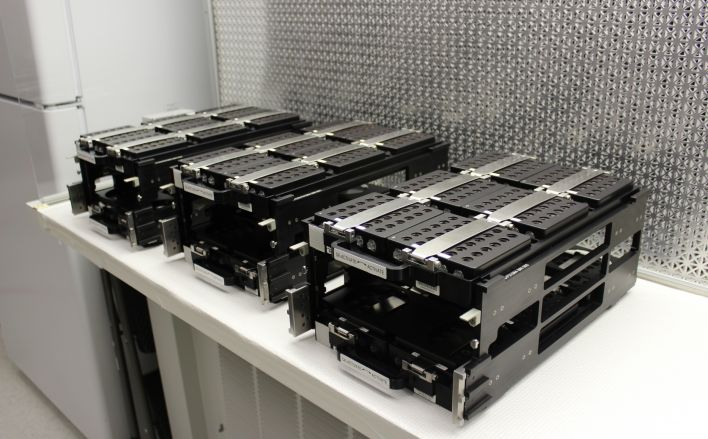 Hardware trays for storing vapor diffision protein samples