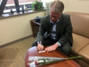 UAB's Patterson dedicates rose to be part of the 2017 Donate Life Parade Float