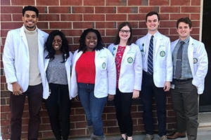 Eight medical students awarded scholarships to study in the Dominican Republic and Taiwan