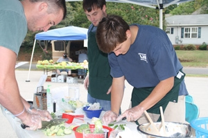 Students demo low-cost, healthy recipes at Birmingham farmer's market
