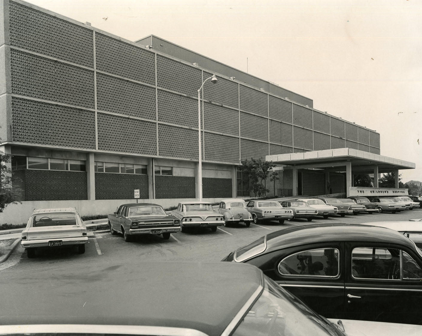 1961- New Children's Hospital Building Opens