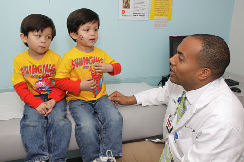 The Division of Transplantation's Dr. Stephen Gray talks to two pediatric transplant patients.