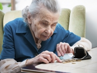 Warning signs can predict seniors' diminished ability to manage money