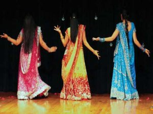 "Tour India through dance with ""The Bollywood Experience"" show"