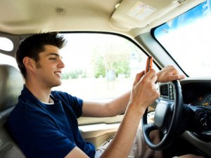 More than one-third of college students drive while using mobile apps