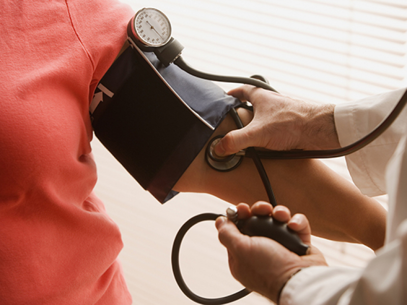 Arm blood pressure does not accurately reflect the central blood pressure