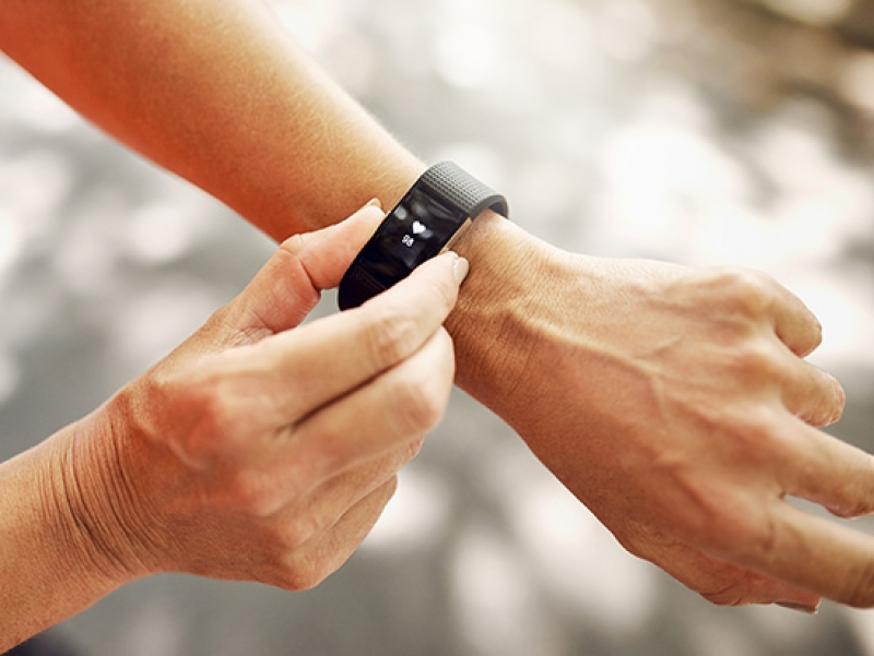 Does a smart fitness device or app help you lose weight?