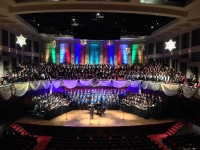 """Christmas at the Alys"" on Dec. 5 welcomes hundreds of local singers to ring in the holiday season"