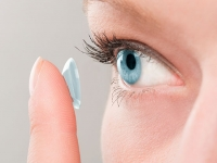 Contact lens users: Protect your eyes from heat, sun and water this summer at home and on the go