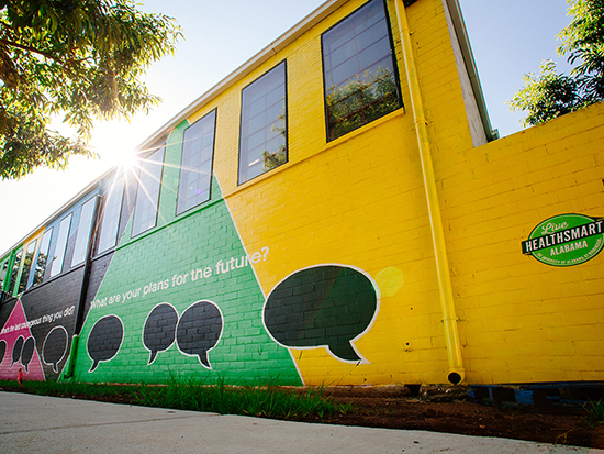 Painting a Movement: Live HealthSmart Alabama murals in Kingston and Titusville reenergize public spaces