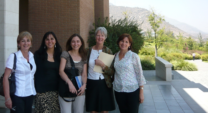 Lynda Wilson and faculty at Universidad de Los Andes Santiago CHILE January 2012 SLIDER