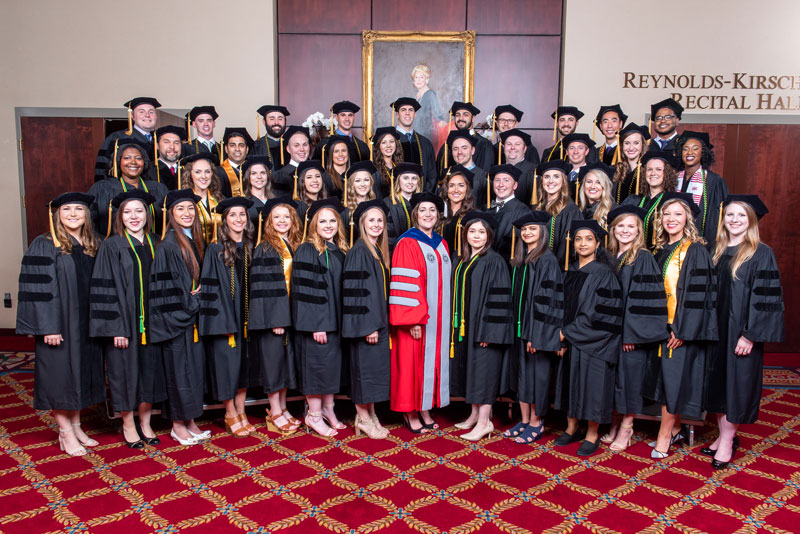 2018 School of Optometry Graduates with Dean