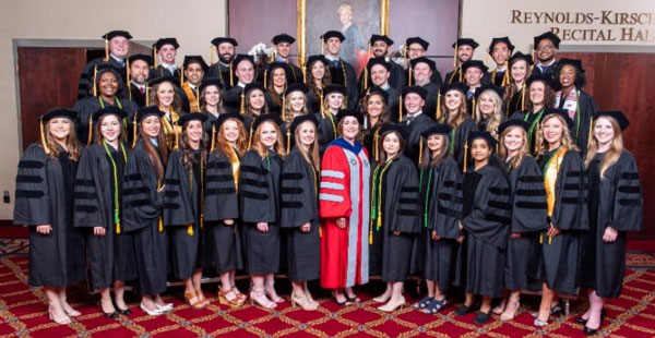 2018 School of Optometry Graduates with Dean.