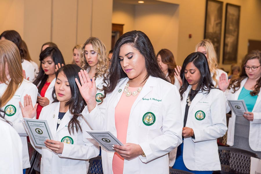 Optometry class of 2020 pledging at their white coat ceremony.
