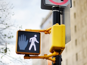 4 easy steps to stay safe as a pedestrian on campus