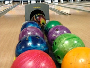 Blazer Bowling kicks off league play with party