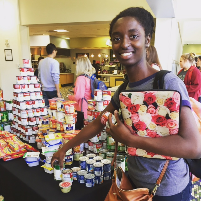 Students help fight food insecurity through Pack the Pantry 2017