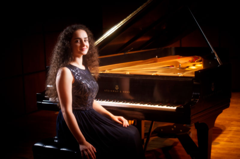 Photo of Sasha Kasman at piano