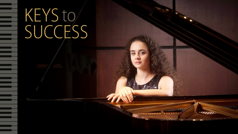 Photo of Alexsandra Kasman at piano